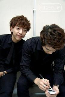 cnblue in waiting room11