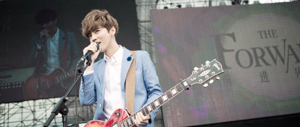 Luhan, Guitarist Luhan in Action